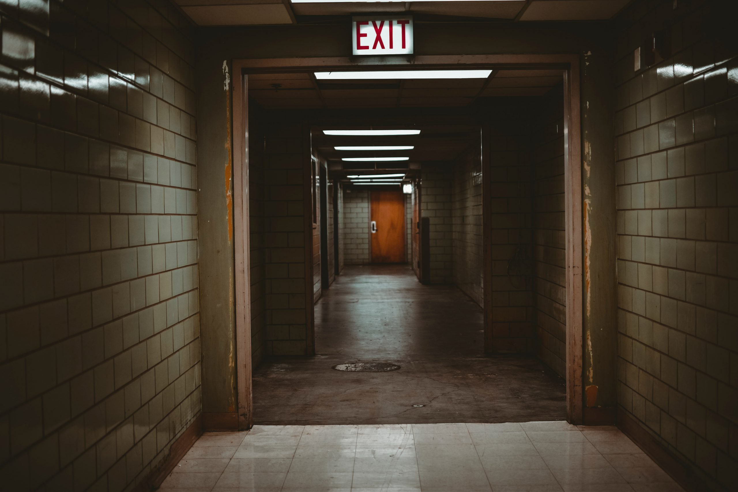 landlord has responsibility for tenant safety in this dark hallway